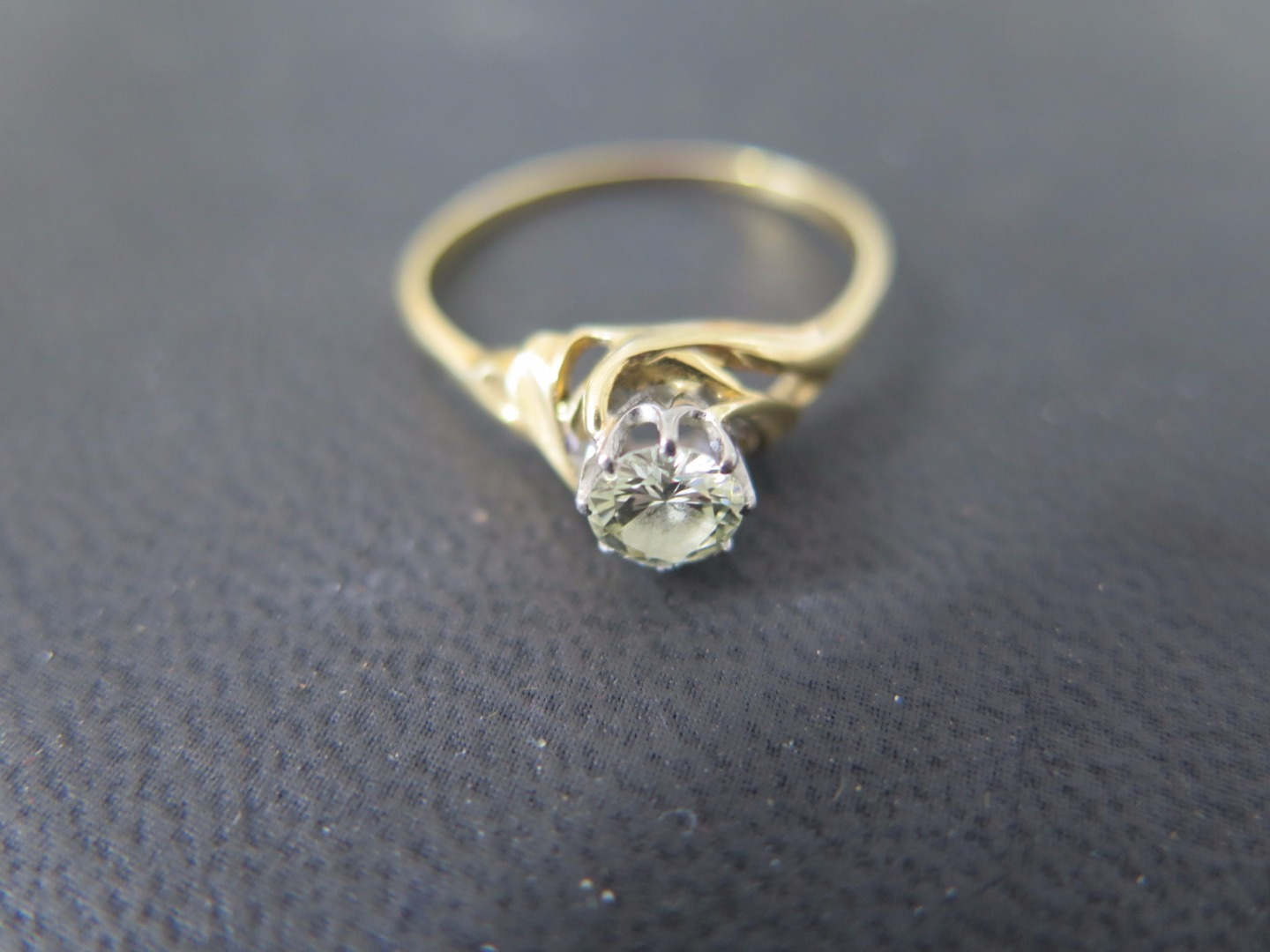 An 18ct gold solitaire diamond ring size T - approx weight 2.5 grams...