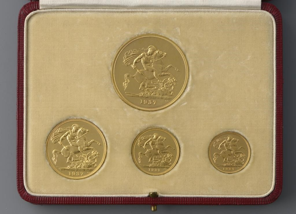 GOLD COINS.  GOLD PROOF £5-HALF SOVEREIGN Image