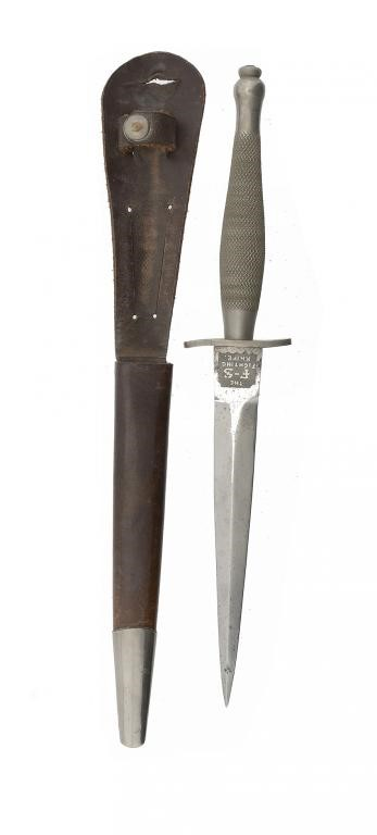A BRITISH COMMANDOS SECOND PATTERN FAIRBAIRN-SYKES FIGHTING KNIFE AND LEATHER SHEATH by Wilkinson Sw Image