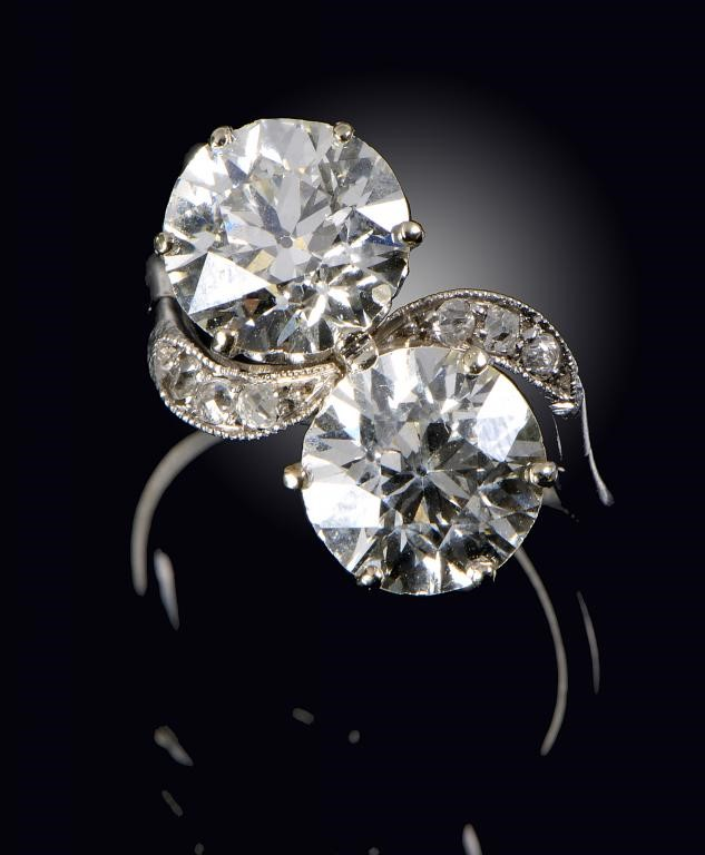 A DIAMOND CROSS-OVER RING  in platinum Image
