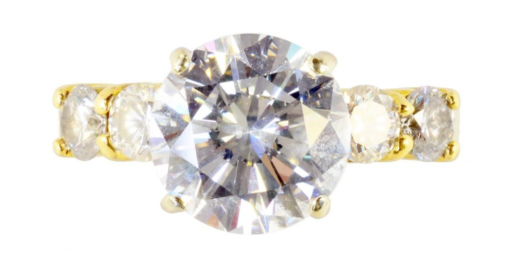 A DIAMOND RING  with larger round brilliant cut diamond Image