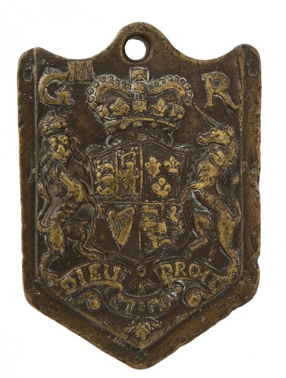 A GEORGE III BRONZE CLOVE WOOL WEIGHT Image