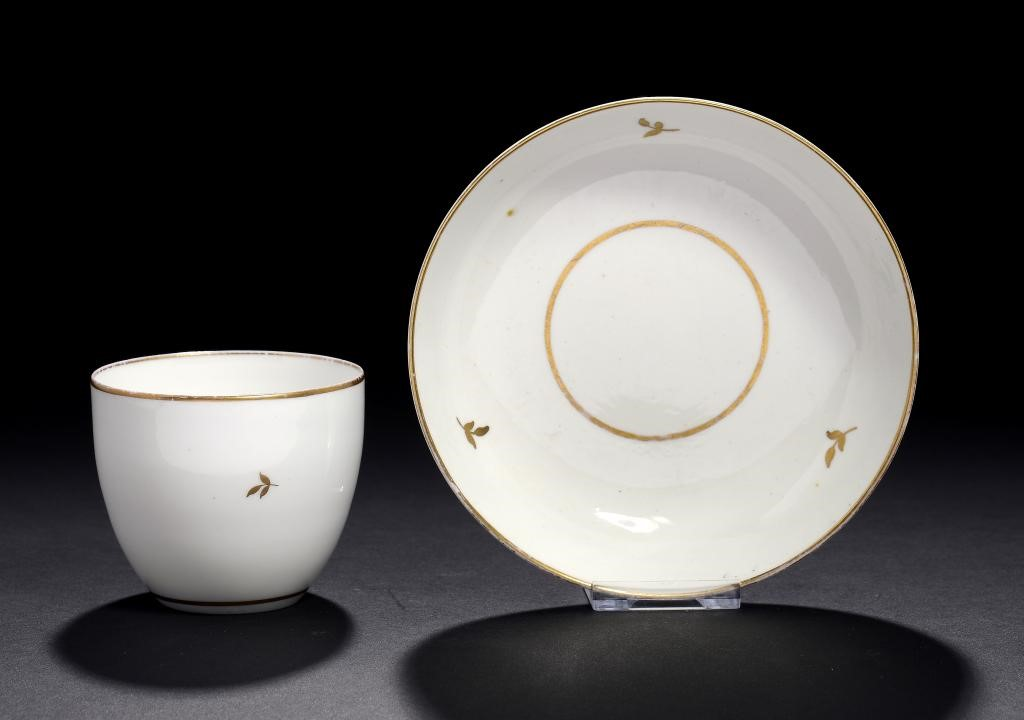 A PINXTON MARKED BUTE SHAPED TEA BOWL AND SAUCER Image